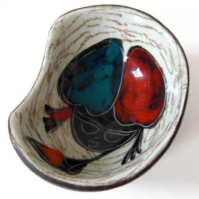 Small ceramic dish with 50s/60s girl in red-blue hat