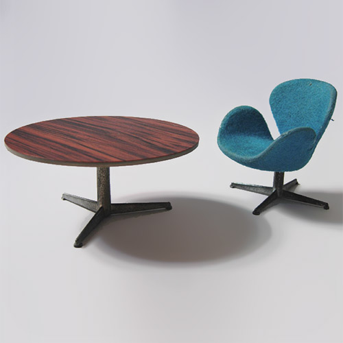 Brio Arne Jacobsen Swan chair and table